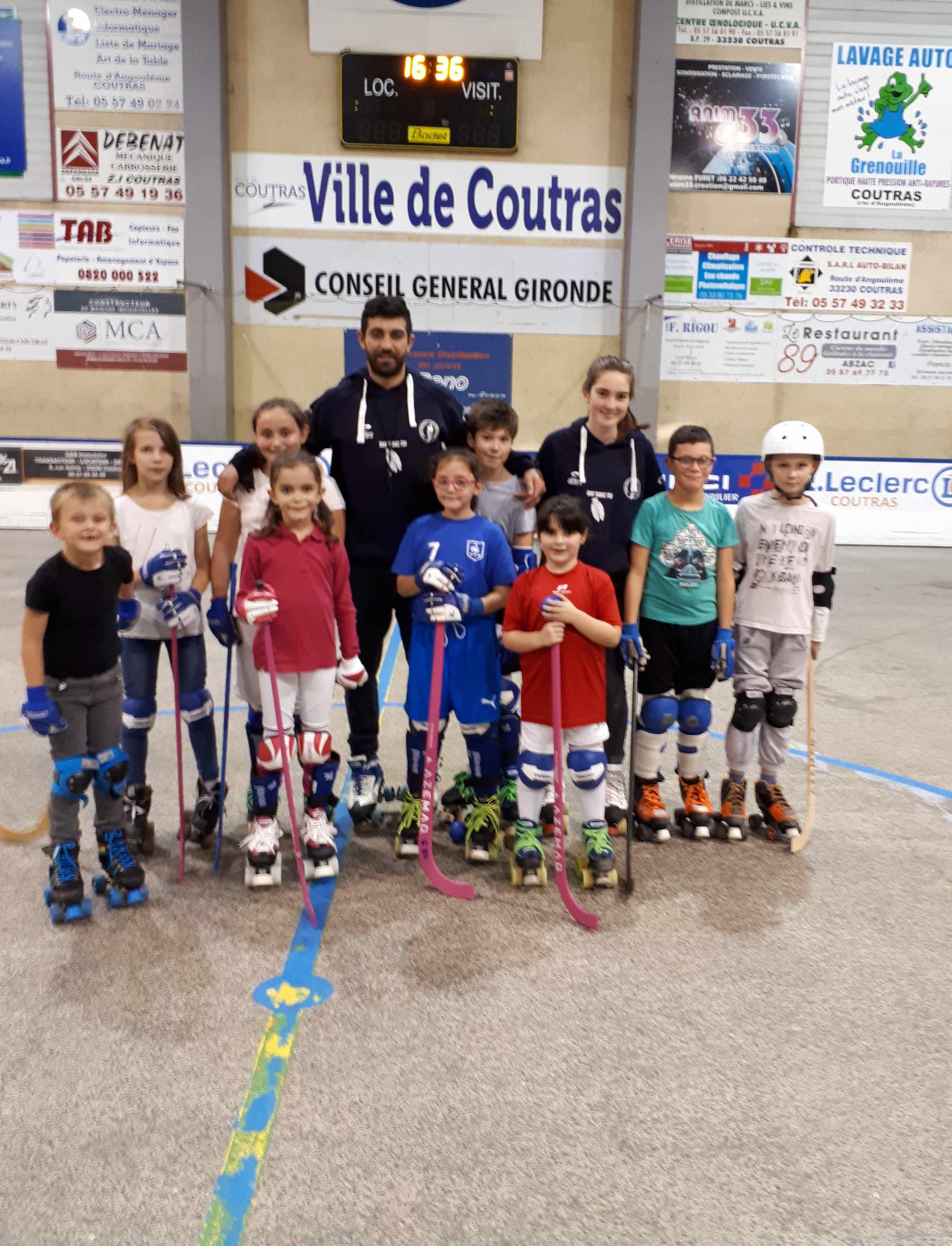 Xavier et Aliénor nos 2 éducateurs de l école de rink-hockey Ecole de  patinage et école de rink, une même tenue pour une même passion, le rinkOK bb1582232f09