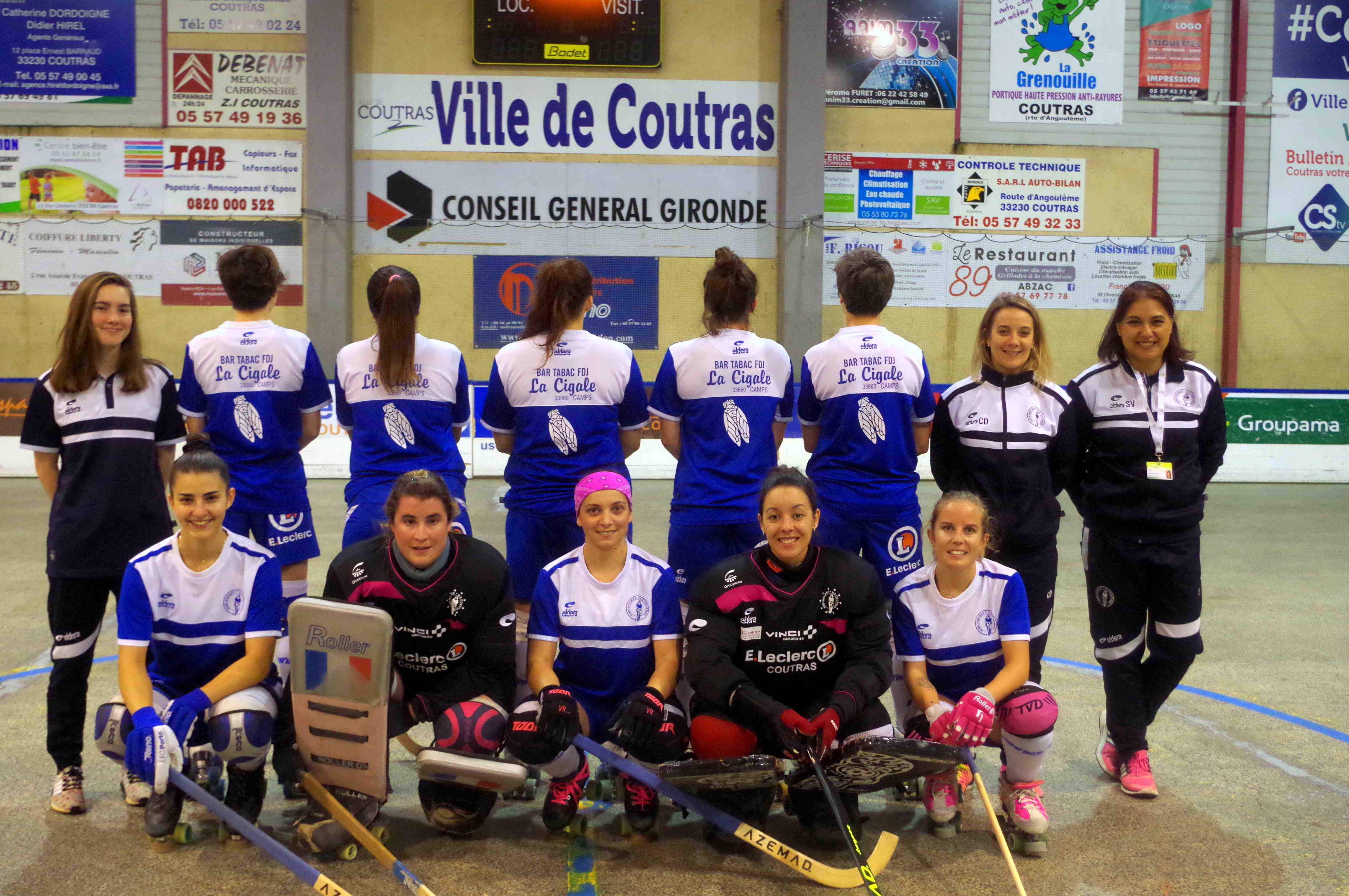 Les filles avec leur nouveau maillot pour l échauffement… ensuite tenue  officielle pour la rencontre 26ada7b82f55